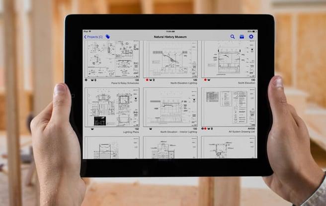 plangrid-mobile-device-user.jpg